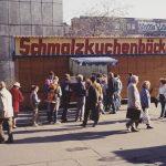 Klaus Staeck. Leipzig, Schmalzkuchenbäckerei. 1989. © VG Bild-Kunst, Bonn 2020